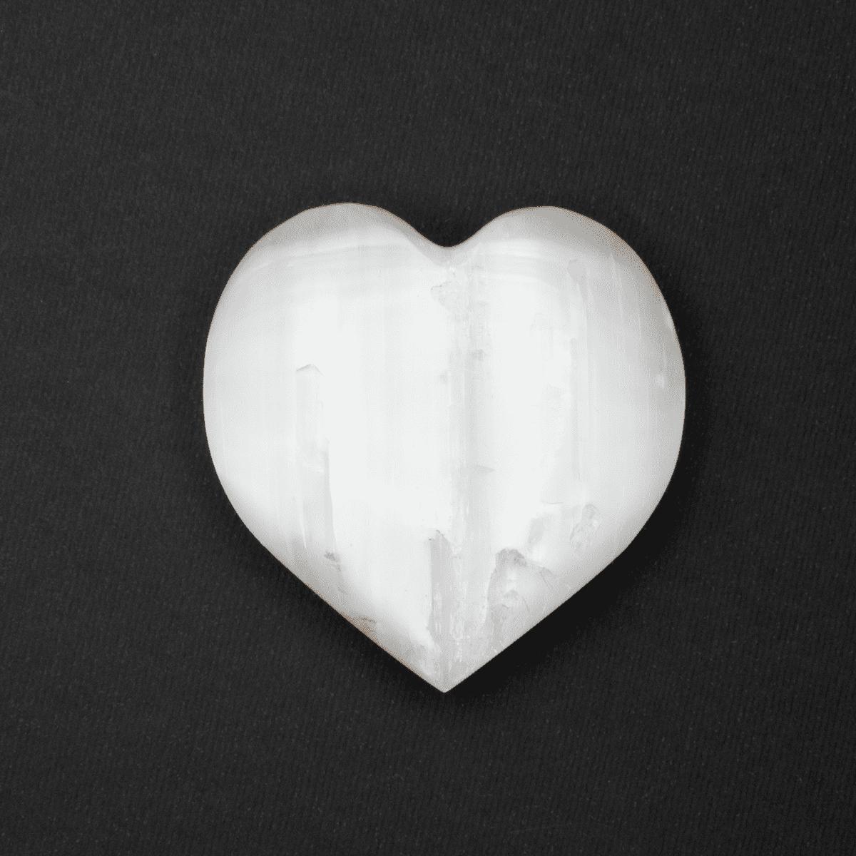 Milujeme Kameny - selenit bily tromlovaný kámen - srdce